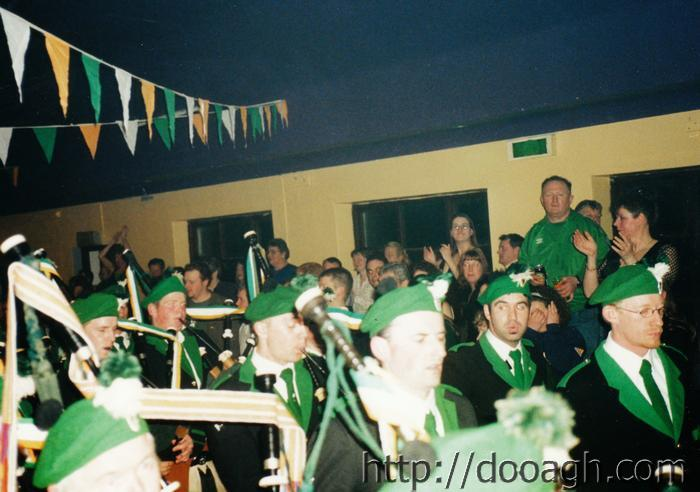 20000318-020-ie-achill-band_dance-clapping-w