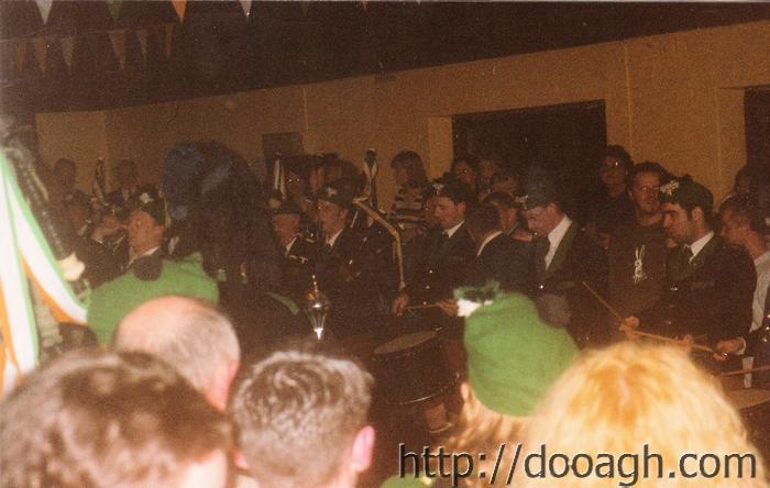 20000318-046-ie-achill-band_dance-drummers-w