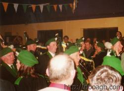 20000318-025-ie-achill-band_dance-crowded-w