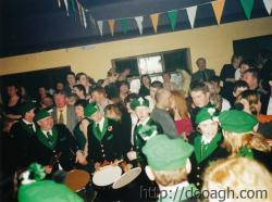 20000318-040-ie-achill-band_dance-chatorama-w