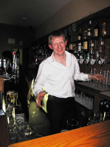 20070319-016-ie-achill-dooaghdance-alan_at_the_bar-w