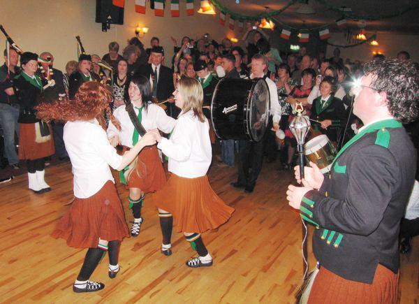 20070319-065-ie-achill-dooaghdance-dancing_girls-w
