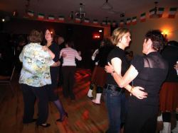 20070319-008-ie-achill-dooaghdance-amongst_women-w