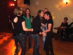 20070319-024-ie-achill-dooaghdance-ladies_on_the_floor-w
