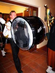 20070319-043-ie-achill-dooaghdance-alan_on_the_drum-w