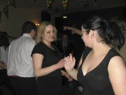 20080319035145-ie-achill-band_dance-girls_in_black-w