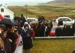 19960317-003-ie-achill-stpatsday-looking_up-w