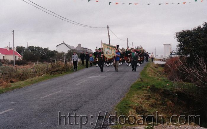 20000317-038-ie-achill-st_pats-coming_down_brae-w