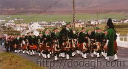20000317-013-ie-achill-st_pats-walking_up_brae-w
