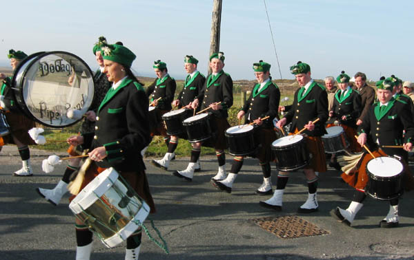 ie20030317-achill-stpats-02-marching-w
