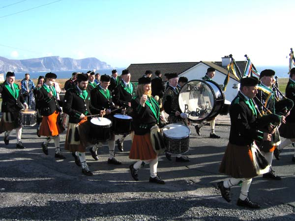 20040317-119-ie-achill-stpatricksday-thebeatgoeson-w