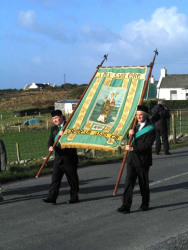 20040317-012-ie-achill-stpatricksday-flagbearers-w