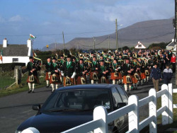 20040317-014-ie-achill-stpatricksday-marchingon-w