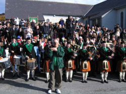 20040317-082-ie-achill-stpatricksday-lookingbackatyou-w