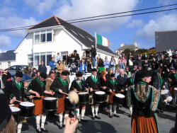 20040317-086-ie-achill-stpatricksday-drumon-w