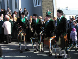 20040317-090-ie-achill-stpatricksday-loweredpipes-w