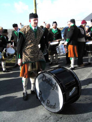 20040317-093-ie-achill-stpatricksday-bigdrumdown-w