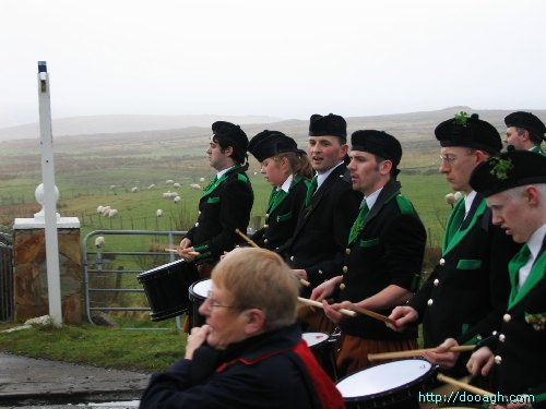 20050317-021-ie-achill-stpatricksday-drummingline-w