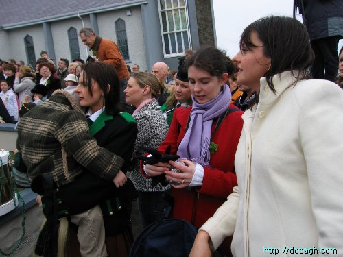 20050317-047-ie-achill-stpatricksday-glovesoff-w