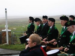 20050317-021-ie-achill-stpatricksday-drummingline-w
