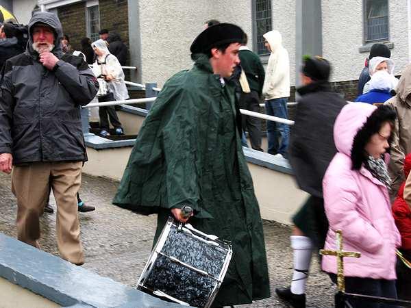 20070317-028-ie-achill-stpatsdayparade-shivering-w