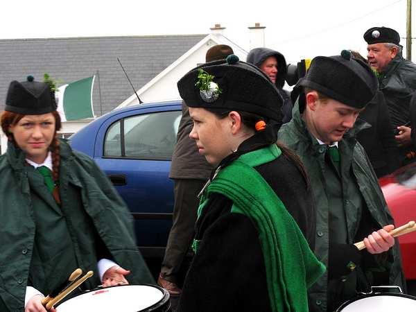 20070317-029-ie-achill-stpatsdayparade-holding_the_sticks-w