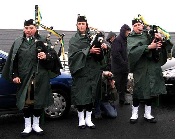 20070317-051-ie-achill-stpatsdayparade-blow_up-w