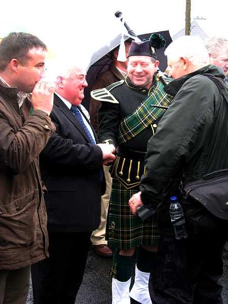 20070317-070-ie-achill-stpatsdayparade-handshake-w