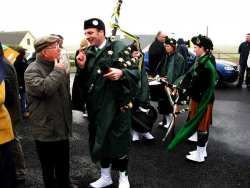 20070317-025-ie-achill-stpatsdayparade-john_chatting-w