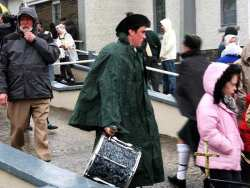 20070317-028-ie-achill-stpatsdayparade-shivering-w