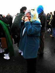 20070317-031-ie-achill-stpatsdayparade-taking_photos-w