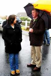 20070317-043-ie-achill-stpatsdayparade-.eneas_chatting-w