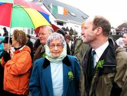 20070317-048-ie-achill-stpatsdayparade-looking_at_me-w