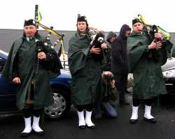 20070317-051-ie-achill-stpatsdayparade-blow_up-w