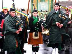 20070317-056-ie-achill-stpatsdayparade-looking_serious-w
