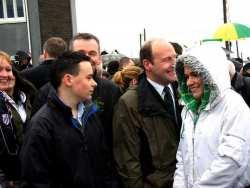 20070317-084-ie-achill-stpatsdayparade-smiiling_in_the_rain-w