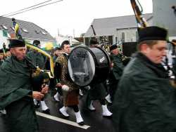 20070317-102-ie-achill-stpatsdayparade-midpack-w