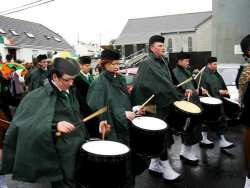 20070317-103-ie-achill-stpatsdayparade-drumming_off-w