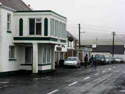 20070317-108-ie-achill-stpatsdayparade-waiting_for_the_band-w