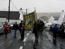 20070317-111-ie-achill-stpatsdayparade-struggle_against_the_wind-w