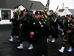 20070317-148-ie-achill-stpatsdayparade-dad_piping-w