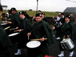 20070317-150-ie-achill-stpatsdayparade-keep_looking-w