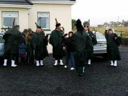 20070317-161-ie-achill-stpatsdayparade-giving_money-w